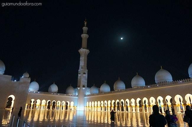 mesquita de Abu Dhabi à noite