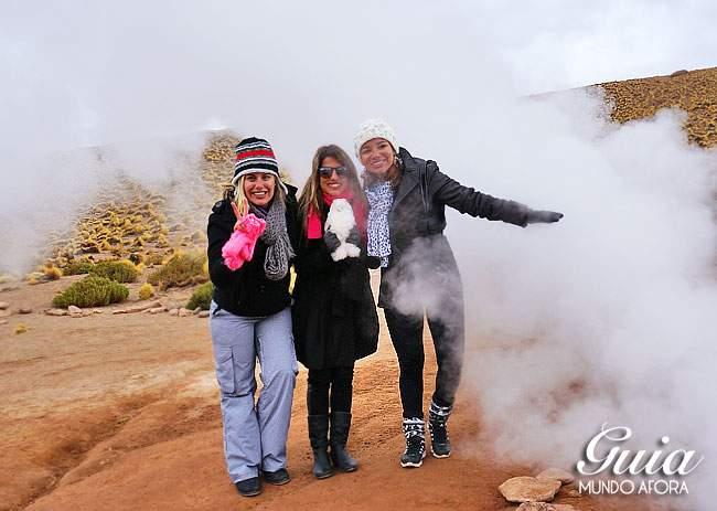 Meninas e roupas no frio do Geyser