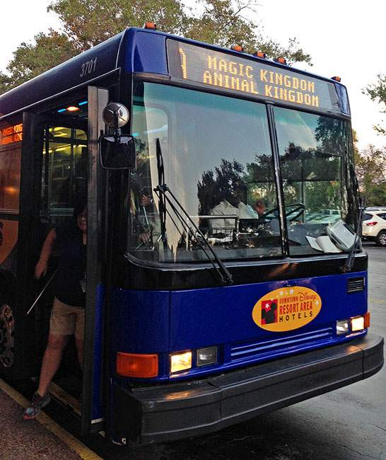 Ônibus de transporte gratuito em hoteis mais baratos disney