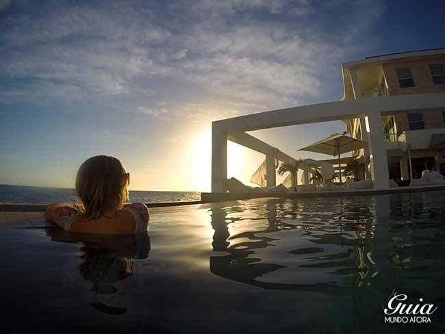 Por do sol na piscina do Saint Tropez