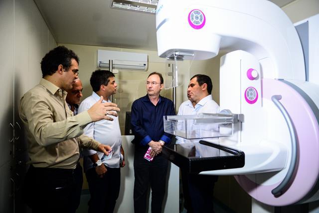 Mamógrafo (Mauro Rego, Dimas Gadelha, Neilton Mulin e Felipe Peixoto)