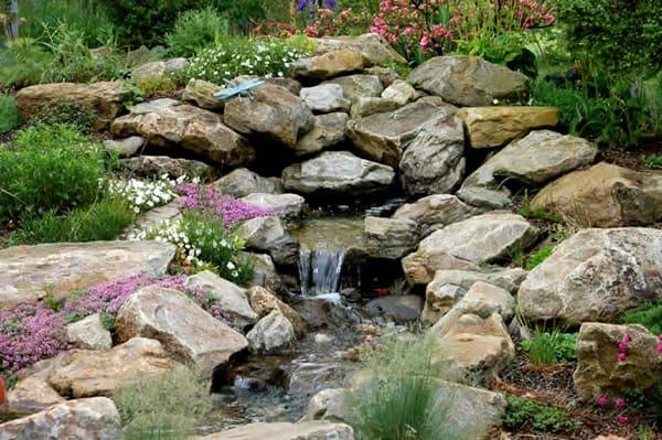 giardino decorato con le pietre