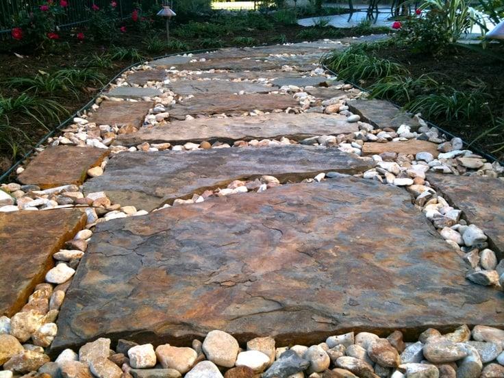 Come creare un vialetto lastricato in giardino istruzioni - Vialetto giardino economico ...