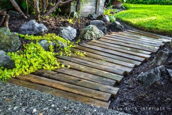 Come Costruire Un Giardino Di Ghiaia : Come realizzare un sentiero nel giardino riciclando i pallet