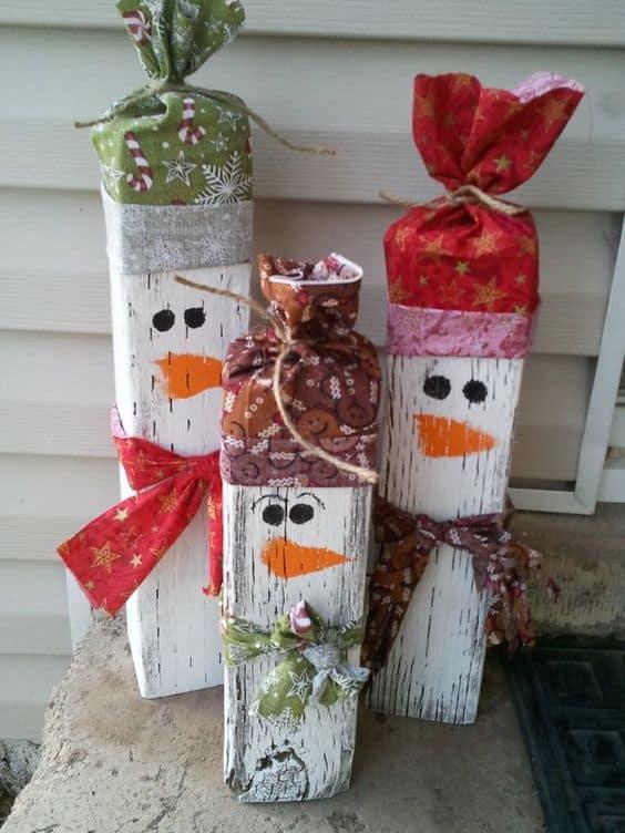 pupazzi di neve fai da te realizzati con il pallet