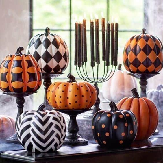 Zucche decorate per Halloween con motivi geometrici