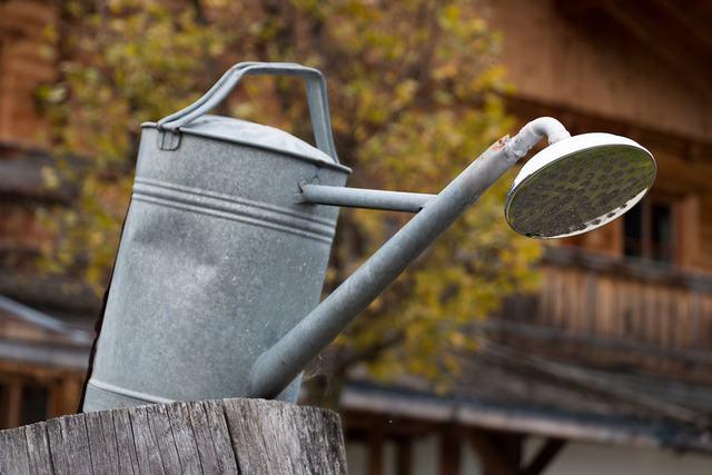 annaffiatoio, uno strumento indispensabile per il giardino