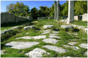 Tra il Cardo Maximus e la Via Valeria rivive la Storia nel magnifico centro monumentale di una tra le più antiche colonie latine: Alba Fucens, un gioiello del nostro glorioso passato incastonato nella Piana del Fucino.