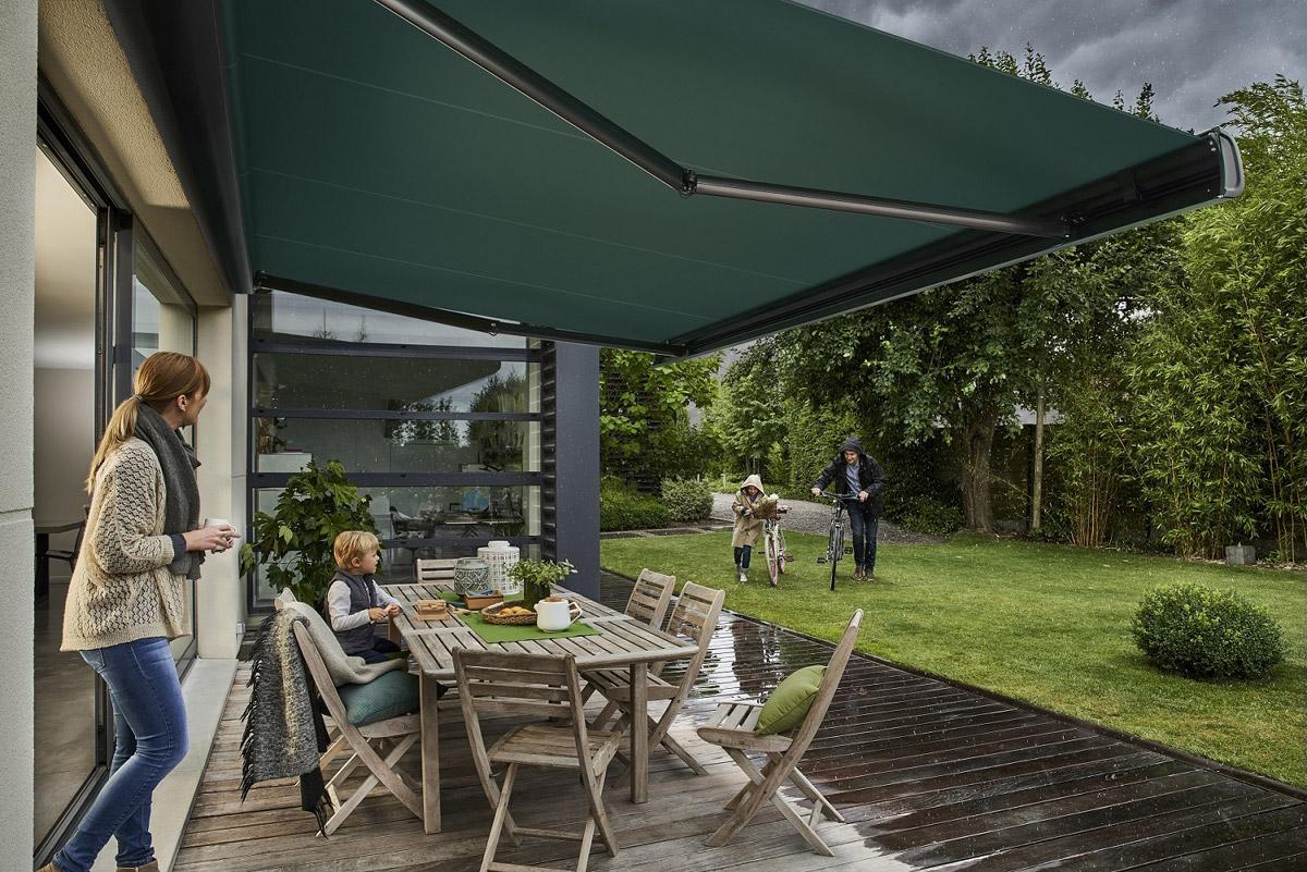 La tenda da sole va pulita con estrema regolarità, rimuovendo le. Come Pulire Le Tende Da Sole Guida Per Casa
