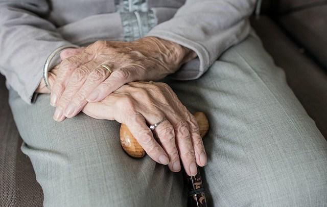 En quoi consistent les services à domicile pour personnes âgées?