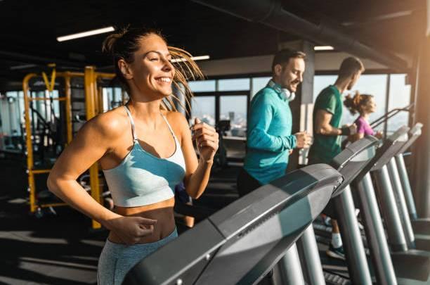 Découvrez à quelle fréquence faut-il se rendre dans une salle de sport?