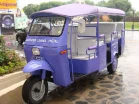tuk-tuk violet