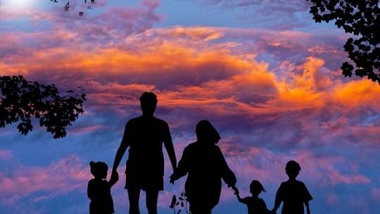 Guide complet pour voyager sereinement avec une famille nombreuse