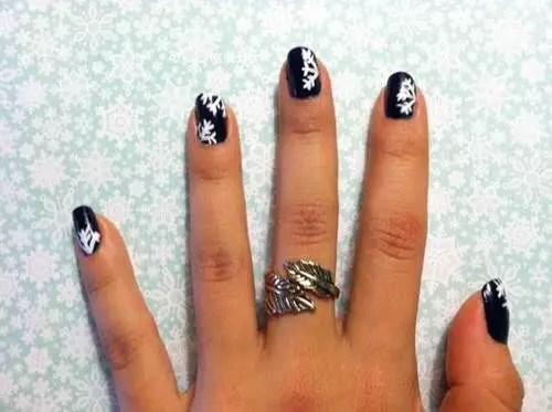 Easy Snowflakes Nail Art