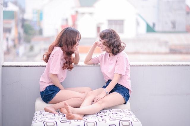 girl-twins