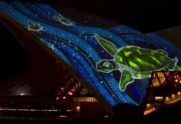 Luci artistiche sull'Opera House, 800mila persone incantate a Sydney