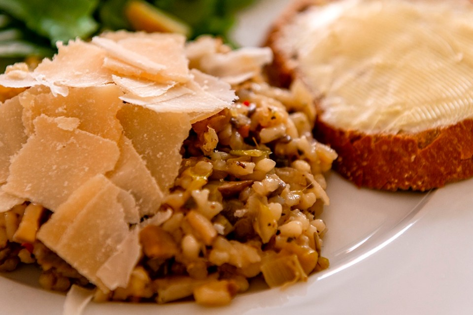 Portobello Risotto with Cheese, salade and Bread