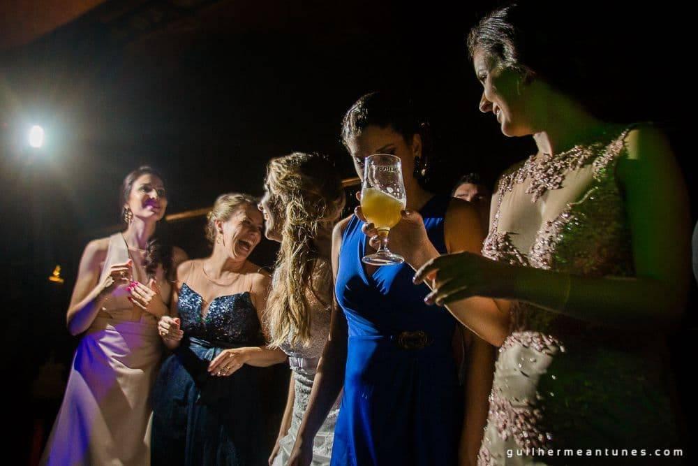 Fotografia de Casamento Luana e Alysson mulheres descontraídas