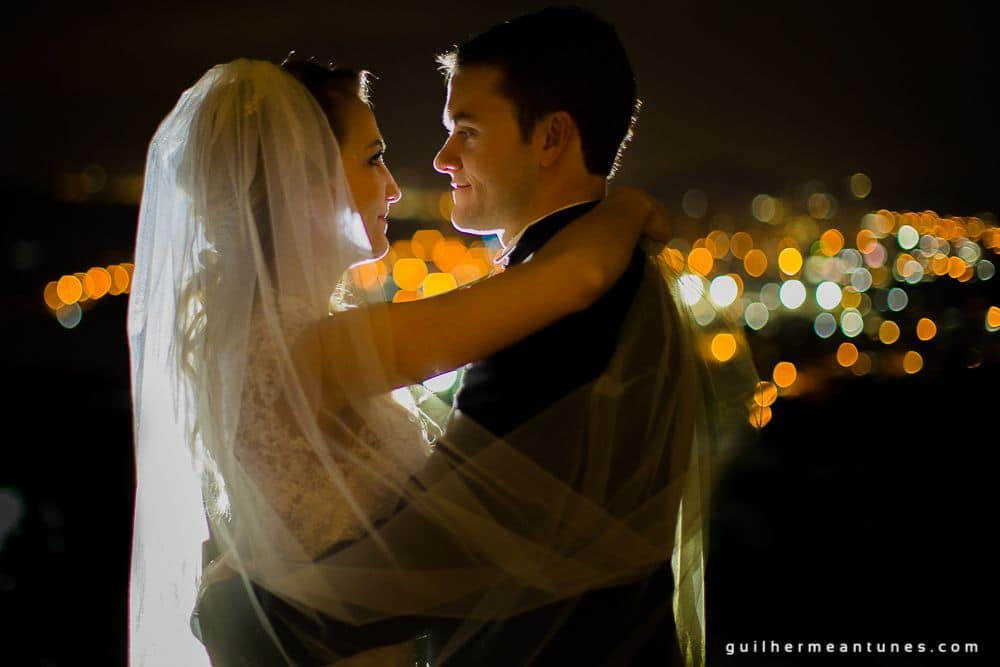 Fotografia de Casamento Luana e Alysson noivos dando beijo apaixonado
