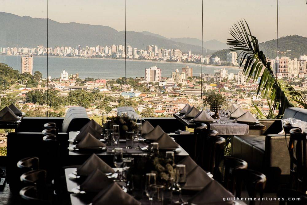 Fotografia de Casamento Luana e Alysson vista do restaurante Indaiá