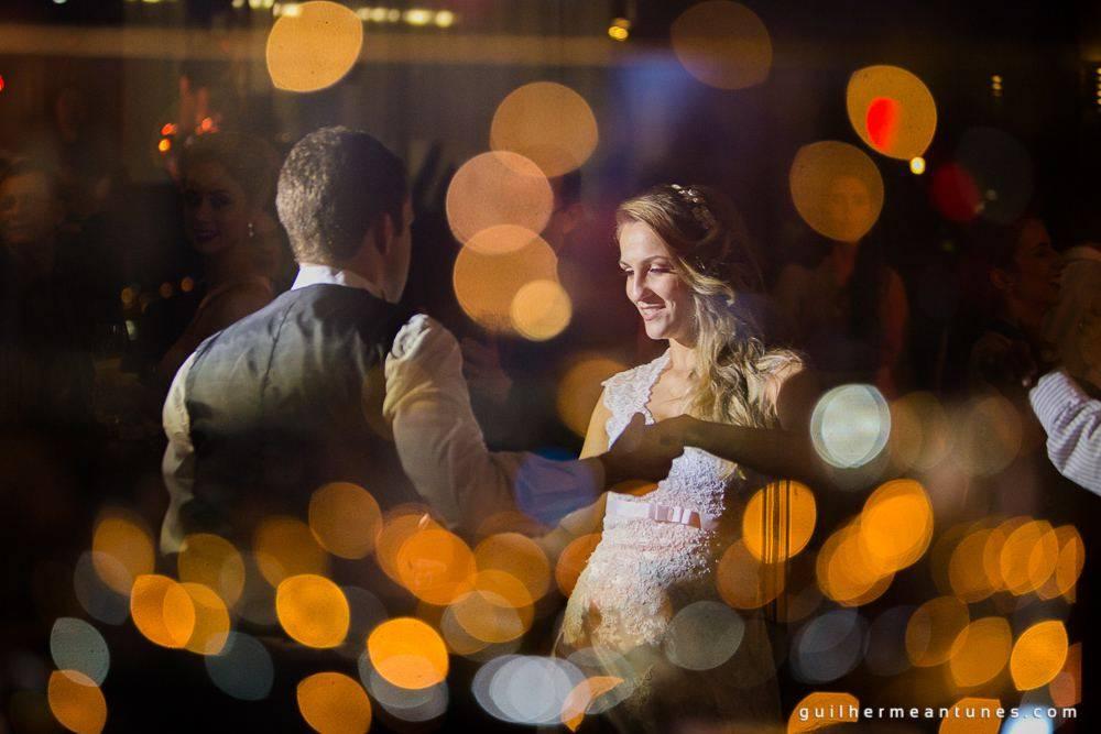 Fotografia de Casamento Luana e Alysson valsa dos noivos de costas