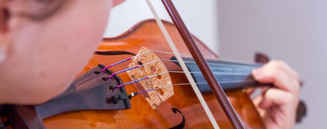 Chaque pièce du violon peut améliorer le son de manière plus ou moins prononcée.