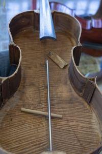 un luthier en Guadeloupe les instruments en violoncelle