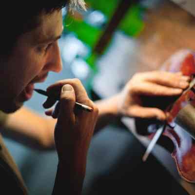 Réserver un violoncelle par Guillaume KESSLER