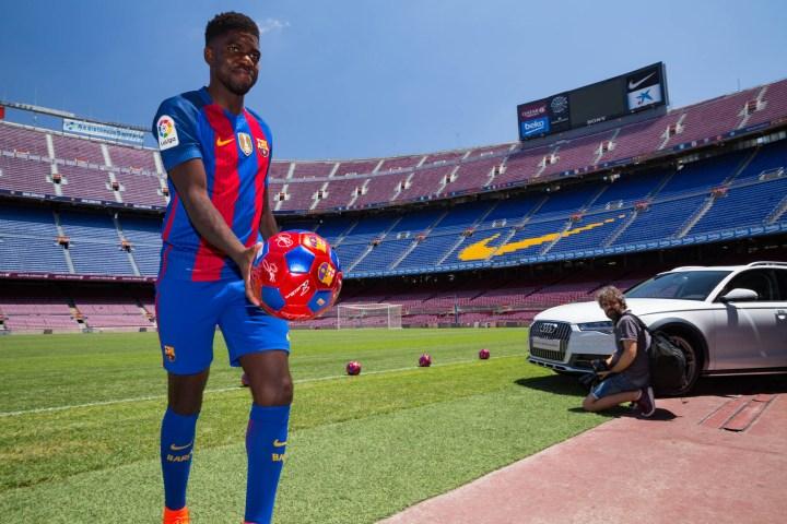Entrega Audi al jugador del Barça Sammuel Umtiti