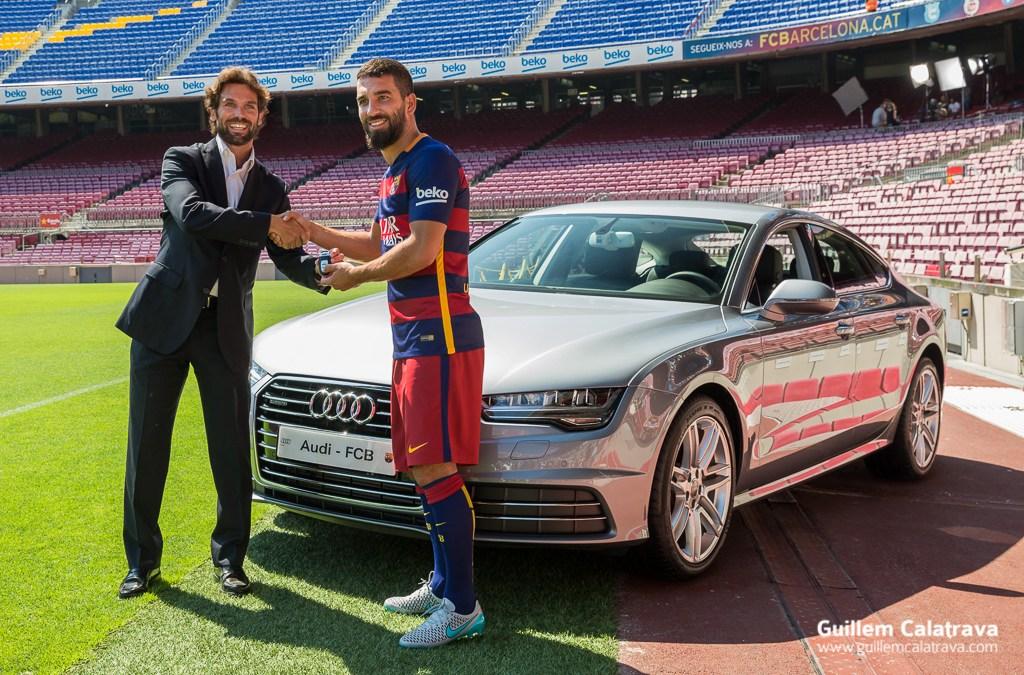 Fotografies de Arda Turan durant la presentació al FC Barcelona