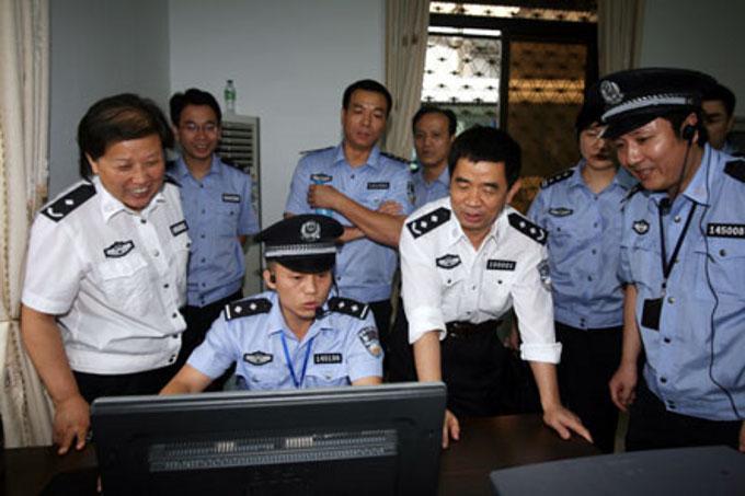 polis chinos