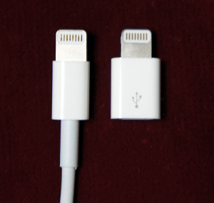 Apple MD820ZM/A 純正ケーブルとの比較