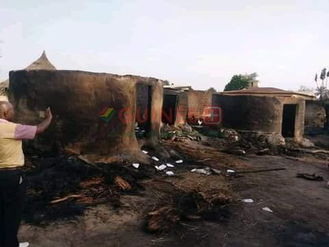 Beyla : un incendie ravage sur son chemin 24 cases dans le village de Dabadou.
