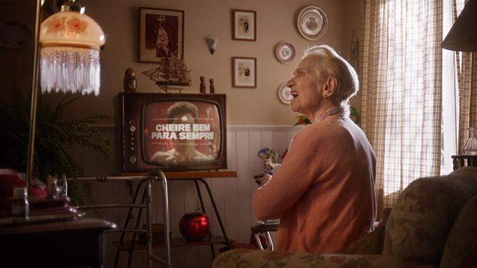 old spice advert old woman tcm28 562621 - Comercial Infinito: Old Spice é o comercial mais longo do mundo