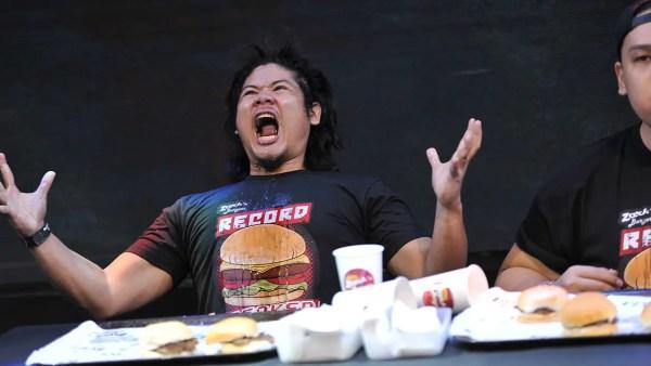 Video: World record falls at hamburger eating competition ...