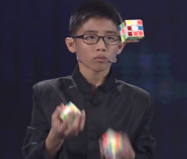 Video Teenager Juggles And Solves Three Rubiks Cubes With Some Lightning Fast Reactions