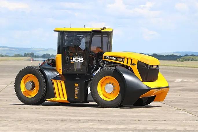 Pista më e shpejtë e traktorit Guy Martin Elvington