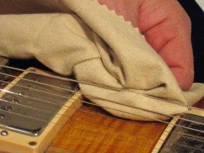come pulire la chitarra