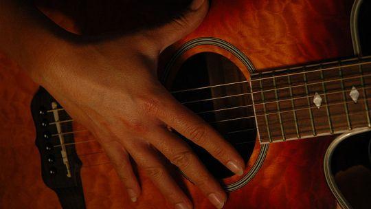 Lezione di chitarra: consigli per iniziare con gli accordi