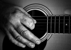 Chitarra per anziani