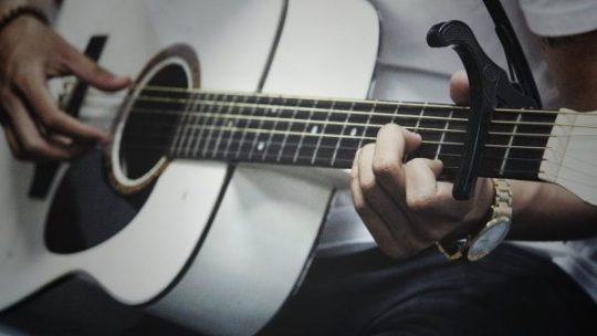 10 brani arpeggiati per chitarra acustica (fingerstyle)