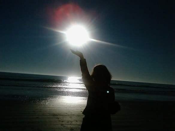con el sol en las manos
