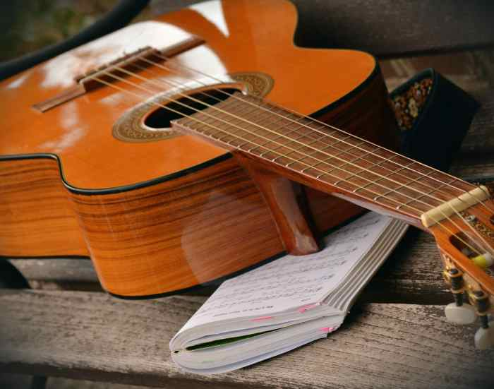take guitar lessons with a qualified intructor