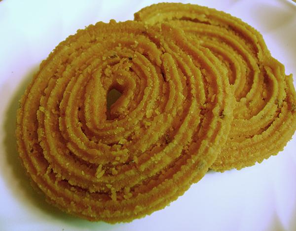 Gujarati Chakri (Wheat Flour Chakli Recipe)