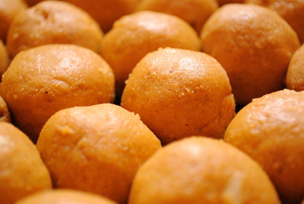 Besan ke Ladoo – Diwali Special Sweets