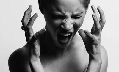 Une femme en colère