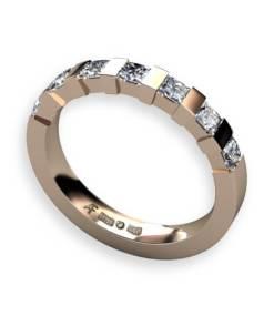 alliansring med 7 x 0.10 ct prinsesss slipade diamanter