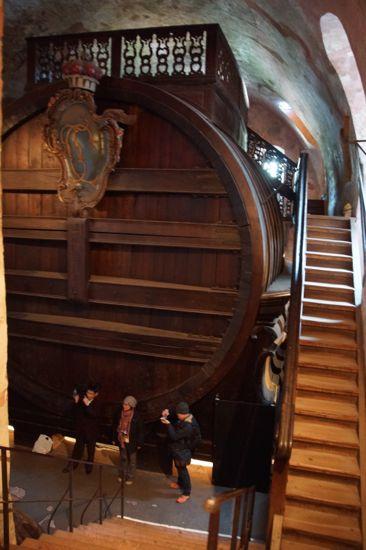 Kæmpe vin tønde i slottets vinkælder