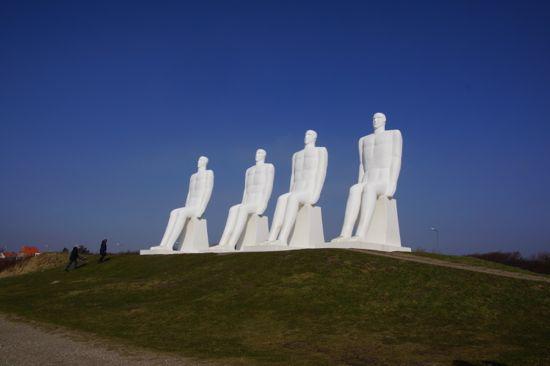 """Svend Wiig Hansens skulptur """"Mennesker ved Havet"""""""