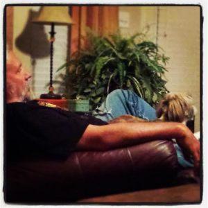 Boo n Dosee watchin' TV